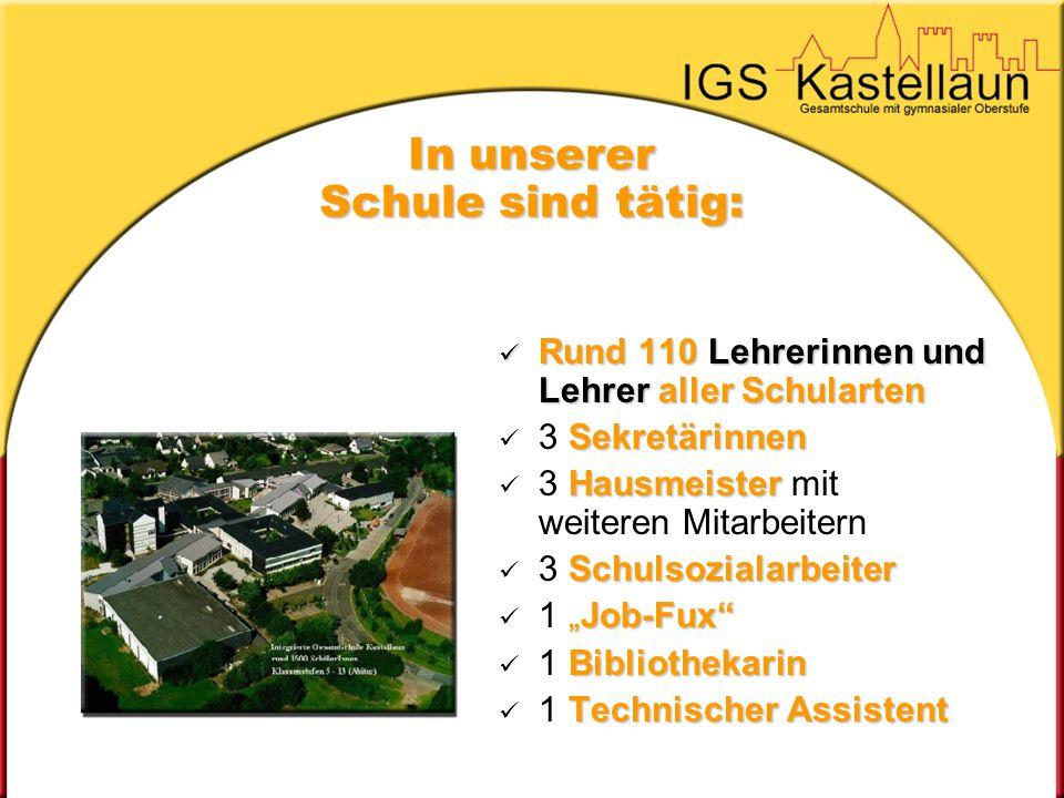 In unserer Schule sind tätig: Rund 110 Lehrerinnen und Lehrer aller Schularten Rund 110 Lehrerinnen und Lehrer aller Schularten Sekretärinnen 3 Sekret