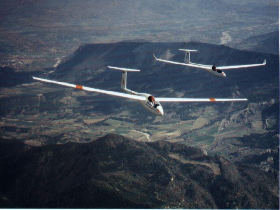 met3.2 Unterricht 2007/08 12 Wolkenuntergrenze Meter (m), Fuß (ft) Pilotballon Wolkenscheinwerfer (nachts) Ceilometer (tags, ultraviolettes pulsierendes Licht) Berechnung der Cu-Basis: – Spread x 400 = Basis in Fuß – Spread x 125 = Basis in Meter