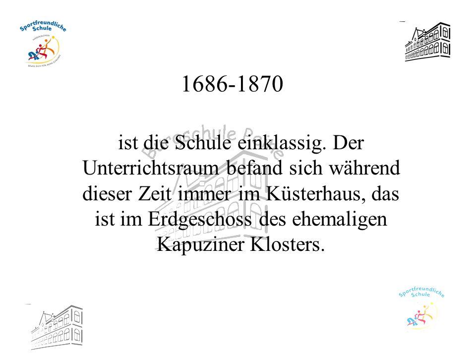 1686-1870 ist die Schule einklassig. Der Unterrichtsraum befand sich während dieser Zeit immer im Küsterhaus, das ist im Erdgeschoss des ehemaligen Ka