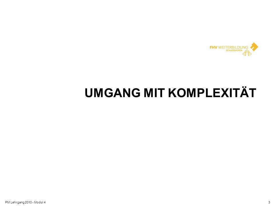 DER KOMPLEXITÄTSBEGRIFF PM Lehrgang 2010 - Modul 4 Kompliziertheit (= Art der Zusammensetzung) ist abhängig von: Anzahl + Verschiedenheit der Elemente; Anzahl + Verschiedenheit der Beziehungen zwischen den Elementen Komplexität (= Veränderlichkeit im Zeitablauf ist abhängig von: Vielfalt der Verhaltensmöglichkeiten der Elemente; Veränderlichkeit der Wirkungsverläufe zwischen den Elementen Kompliziertheit (= Art der Zusammensetzung) ist abhängig von: Anzahl + Verschiedenheit der Elemente; Anzahl + Verschiedenheit der Beziehungen zwischen den Elementen Komplexität (= Veränderlichkeit im Zeitablauf ist abhängig von: Vielfalt der Verhaltensmöglichkeiten der Elemente; Veränderlichkeit der Wirkungsverläufe zwischen den Elementen Veränderlichkeit / Dynamik Anzahl / Vielfalt der Systemelemente KOMPLEXES SYSTEM Relativ komplexes System Einfaches System Kompliziertes System 4