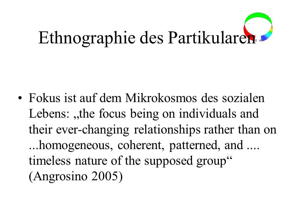 Ethnographie des Partikularen Fokus ist auf dem Mikrokosmos des sozialen Lebens: the focus being on individuals and their ever-changing relationships