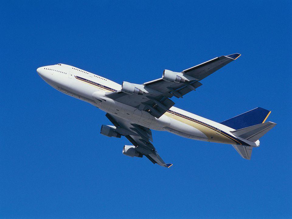 Kommt die Stewardess und bittet sie doch zurück in die zweite Klasse zu gehen, da sie ja für die erste nicht gezahlt hat.
