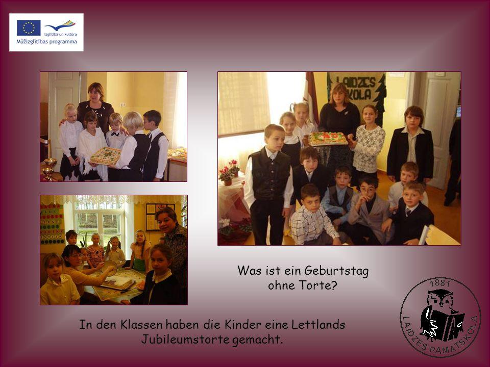 In den Klassen haben die Kinder eine Lettlands Jubileumstorte gemacht. Was ist ein Geburtstag ohne Torte?