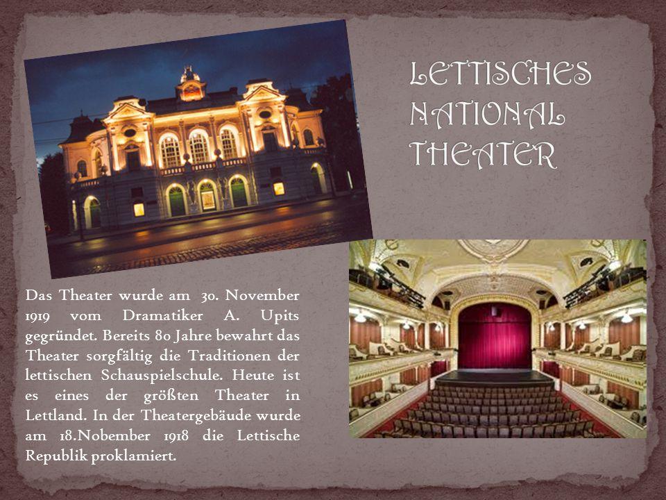 Das Theater wurde am 30. November 1919 vom Dramatiker A.