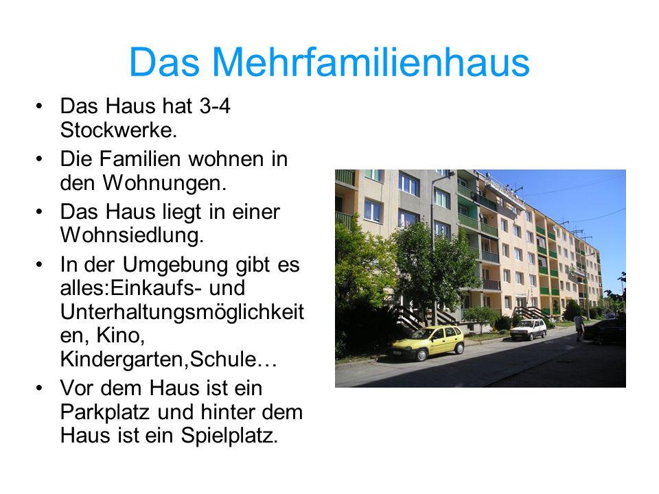 Das Mehrfamilienhaus Das Haus hat 3-4 Stockwerke. Die Familien wohnen in den Wohnungen. Das Haus liegt in einer Wohnsiedlung. In der Umgebung gibt es