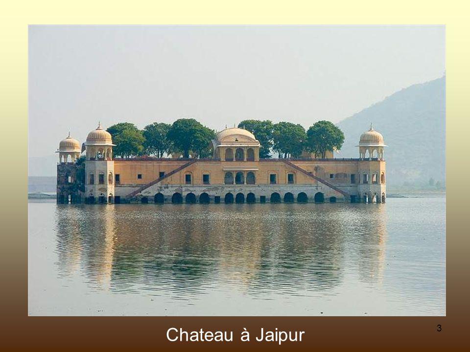 23 Taj Mahal, Agra. Vu du côté est