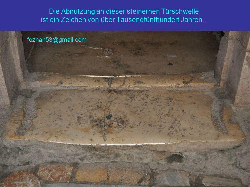 Die Abnutzung an dieser steinernen Türschwelle, ist ein Zeichen von über Tausendfünfhundert Jahren… fozhan53@gmail.com