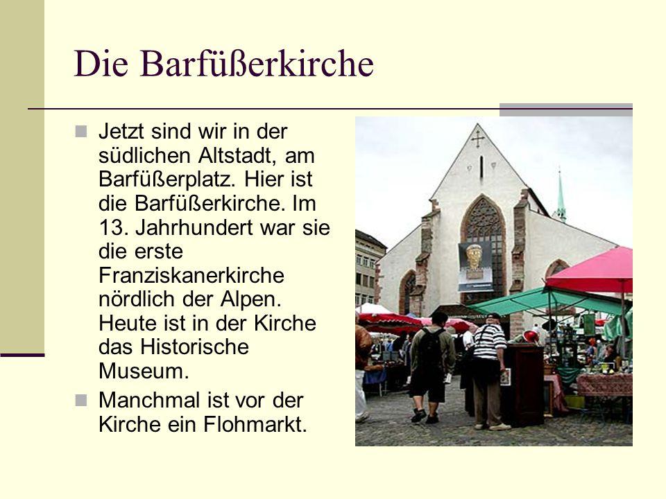 Die Barfüßerkirche Jetzt sind wir in der südlichen Altstadt, am Barfüßerplatz. Hier ist die Barfüßerkirche. Im 13. Jahrhundert war sie die erste Franz