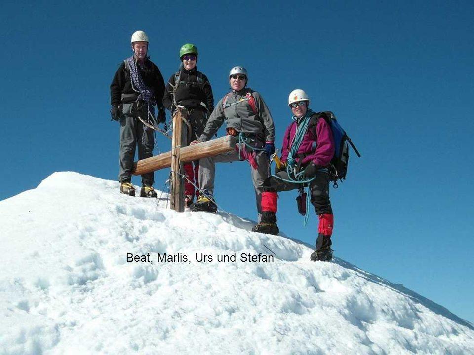 Um 10 Uhr erreichen wir das Blüemlisalphorn, nachher der steile Abstieg (40-45 Grad) zum Rothornsattel. Um 1400 Uhr erreichen wir unseren Ausgangspunk