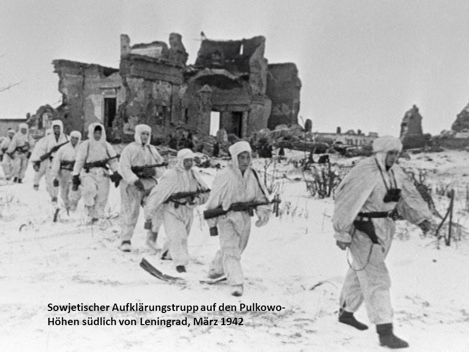 Sowjetischer Aufklärungstrupp auf den Pulkowo- Höhen südlich von Leningrad, März 1942