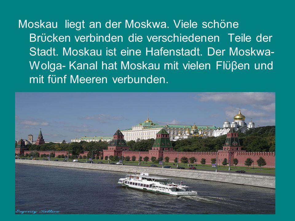 Moskau liegt an der Moskwa. Viele schöne Brϋcken verbinden die verschiedenen Teile der Stadt.