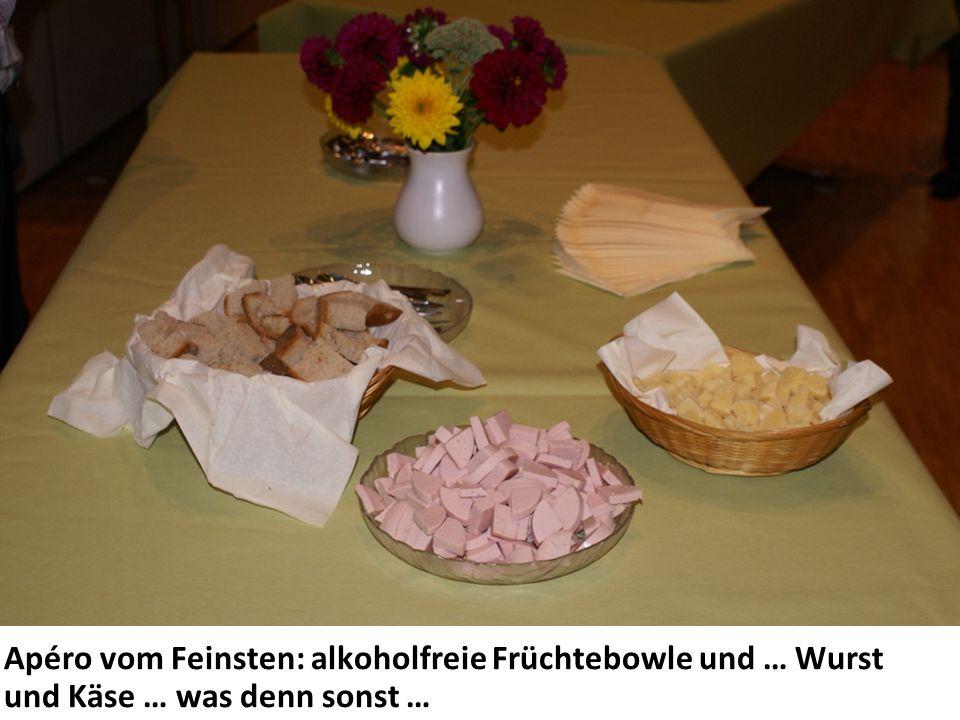 Apéro vom Feinsten: alkoholfreie Früchtebowle und … Wurst und Käse … was denn sonst …