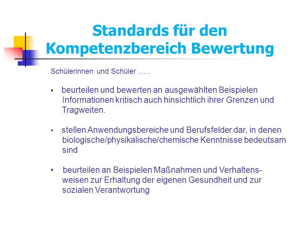 Standards für den Kompetenzbereich Bewertung Schülerinnen und Schüler ….. beurteilen und bewerten an ausgewählten Beispielen Informationen kritisch au