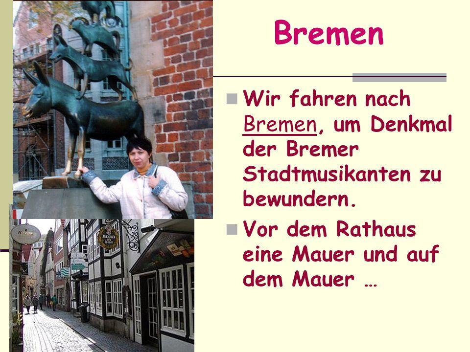Bremen Wir fahren nach Bremen, um Denkmal der Bremer Stadtmusikanten zu bewundern. Vor dem Rathaus eine Mauer und auf dem Mauer …