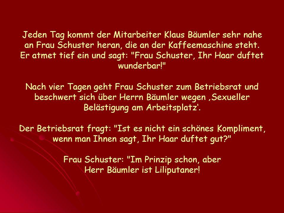 Jeden Tag kommt der Mitarbeiter Klaus Bäumler sehr nahe an Frau Schuster heran, die an der Kaffeemaschine steht. Er atmet tief ein und sagt:
