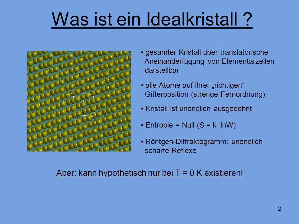 2 gesamter Kristall über translatorische Aneinanderfügung von Elementarzellen darstellbar alle Atome auf ihrer richtigen Gitterposition (strenge Fernordnung) Entropie = Null (S = k· lnW) Aber: kann hypothetisch nur bei T = 0 K existieren.