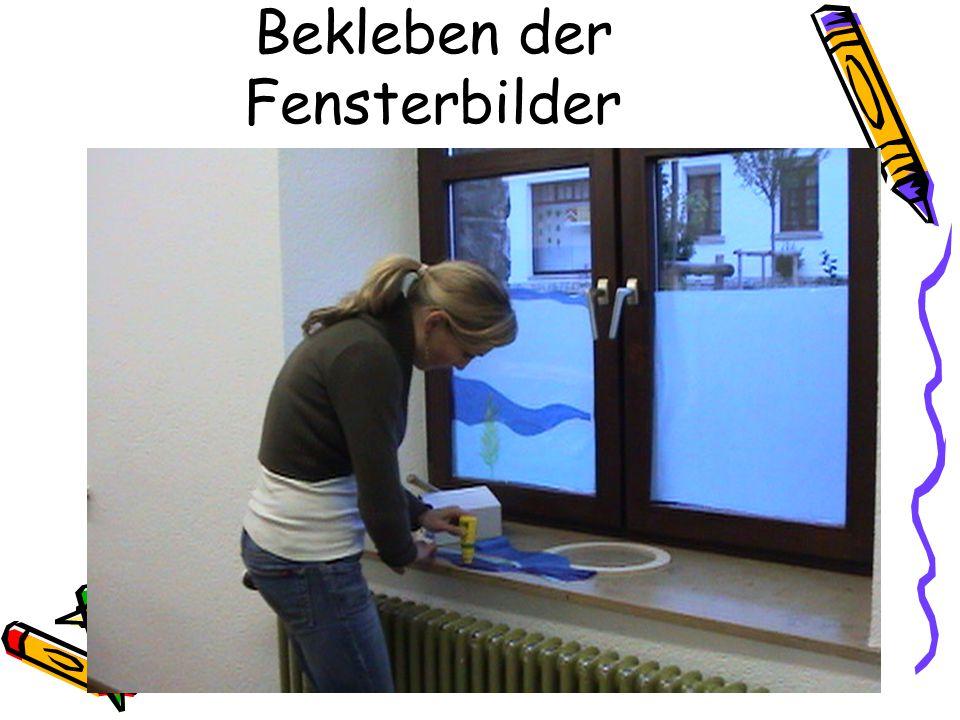 Bekleben der Fensterbilder