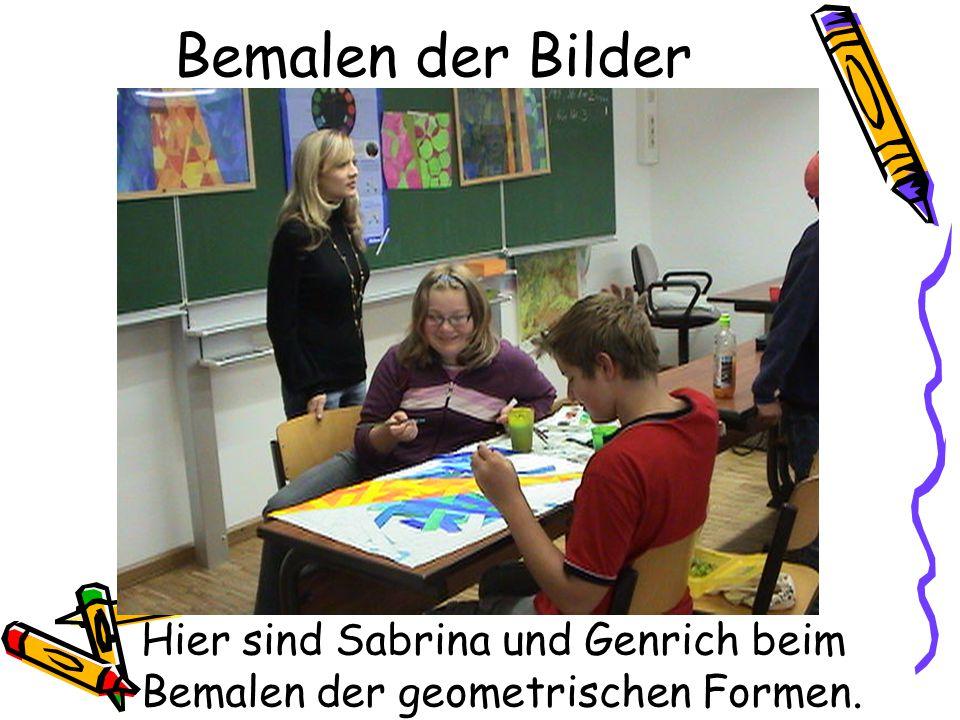 Bemalen der Bilder Hier sind Sabrina und Genrich beim Bemalen der geometrischen Formen.