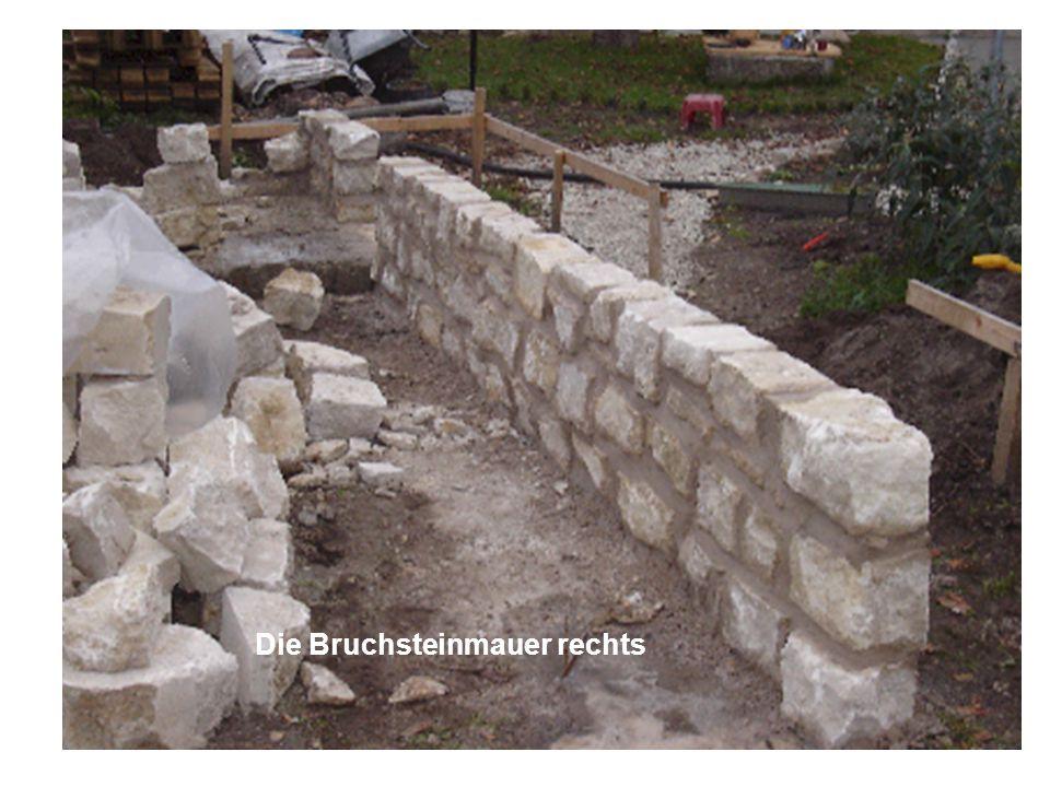 Die Bruchsteinmauer rechts