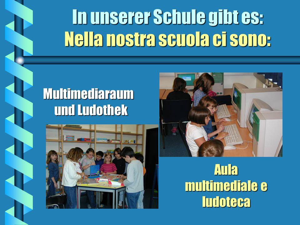 In unserer Schule gibt es: Nella nostra scuola cè: Neu eingerichtete Bibliothek für Schüler und Lehrer mit Büchern in verschiedenen Sprachen Nuova bib
