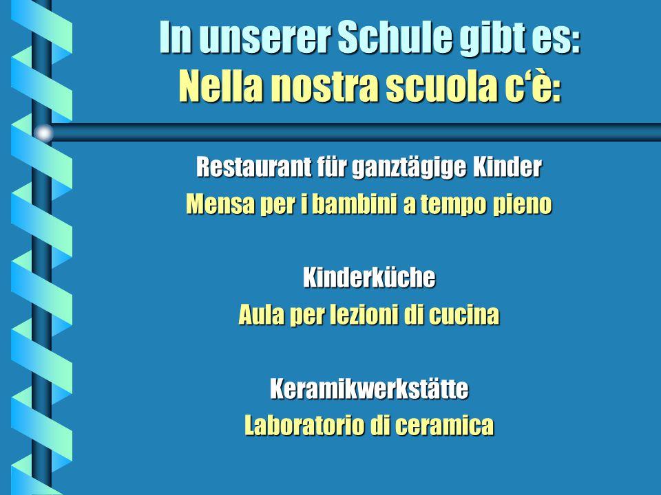 In unserer Schule gibt es: Nella nostra scuola cè: Großer Garten mit Spielplatz Grande giardino con parco giochi