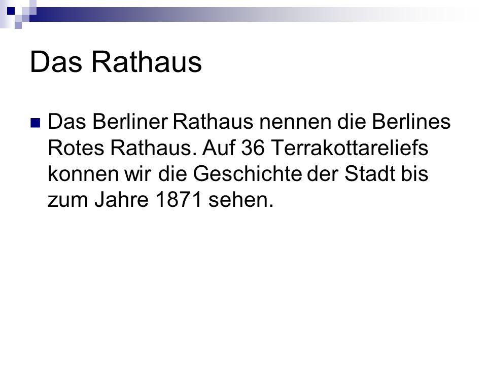 Das Rathaus Das Berliner Rathaus nennen die Berlines Rotes Rathaus. Auf 36 Terrakottareliefs konnen wir die Geschichte der Stadt bis zum Jahre 1871 se