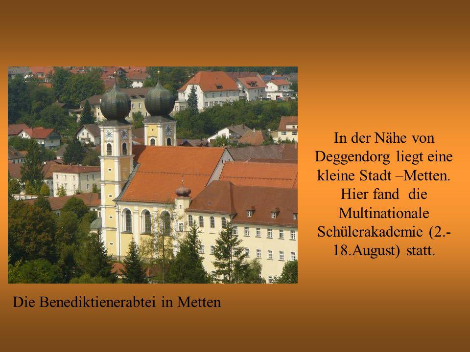 In der Nähe von Deggendorg liegt eine kleine Stadt –Metten.
