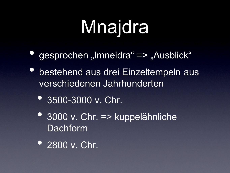 Mnajdra gesprochen Imneidra => Ausblick bestehend aus drei Einzeltempeln aus verschiedenen Jahrhunderten 3500-3000 v. Chr. 3000 v. Chr. => kuppelähnli