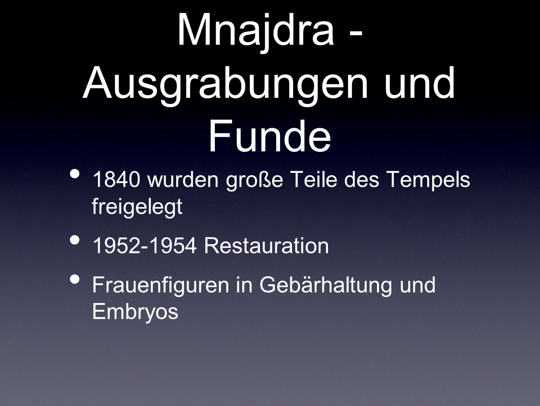 Mnajdra - Ausgrabungen und Funde 1840 wurden große Teile des Tempels freigelegt 1952-1954 Restauration Frauenfiguren in Gebärhaltung und Embryos