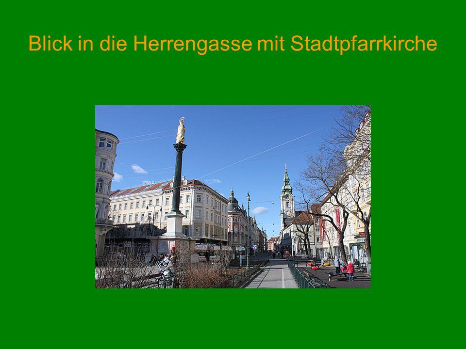 Blick in die Herrengasse mit Stadtpfarrkirche