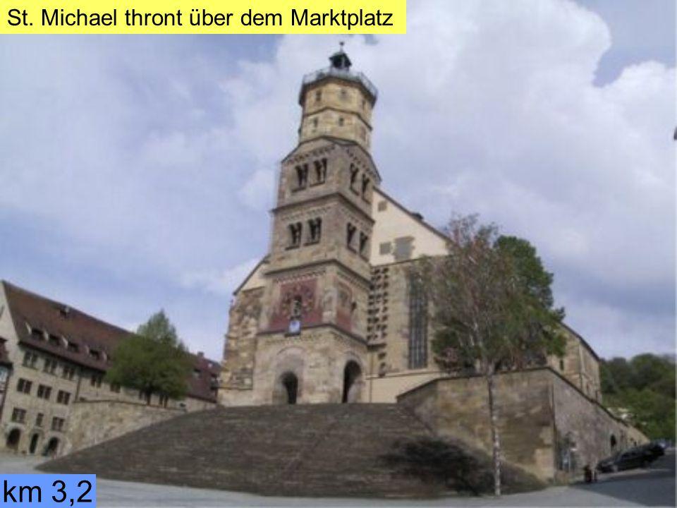 km 3,2 Vorbei am Rathaus und Touristik Information