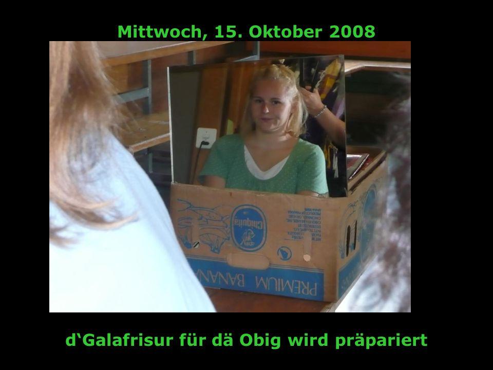 Mittwoch, 15. Oktober 2008 dGalafrisur für dä Obig wird präpariert
