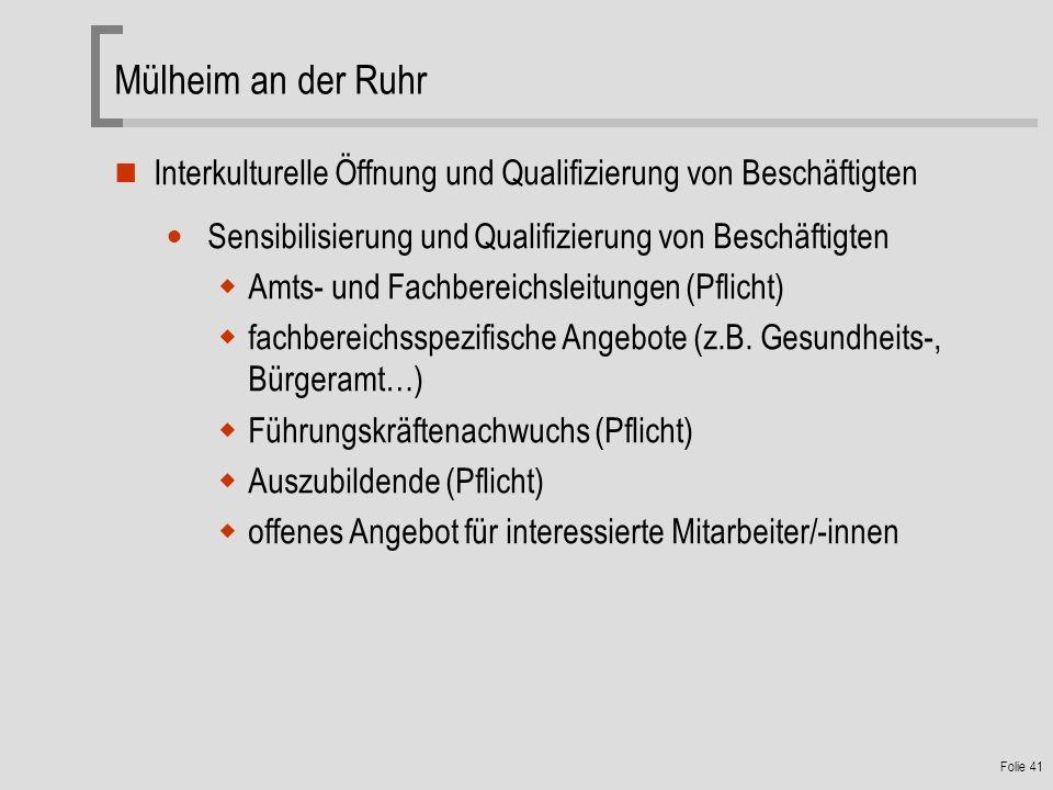 Folie 41 Interkulturelle Öffnung und Qualifizierung von Beschäftigten Sensibilisierung und Qualifizierung von Beschäftigten Amts- und Fachbereichsleitungen (Pflicht) fachbereichsspezifische Angebote (z.B.