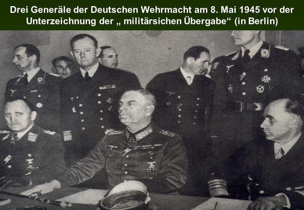 Drei Generäle der Deutschen Wehrmacht am 8. Mai 1945 vor der Unterzeichnung der militärsichen Übergabe (in Berlin)