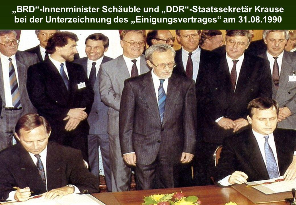 BRD-Innenminister Schäuble und DDR-Staatssekretär Krause bei der Unterzeichnung des Einigungsvertrages am 31.08.1990