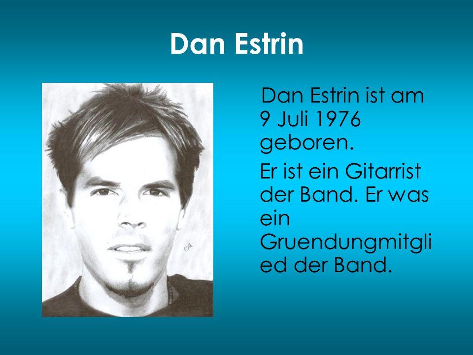 Dan Estrin Dan Estrin ist am 9 Juli 1976 geboren. Er ist ein Gitarrist der Band. Er was ein Gruendungmitgli ed der Band.
