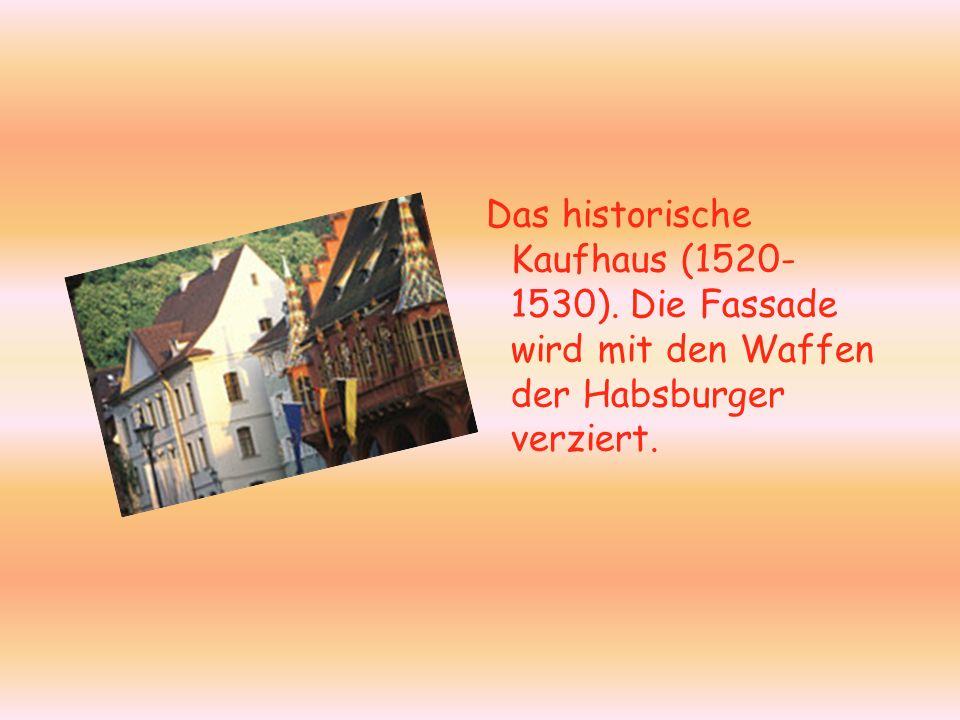 Das historische Kaufhaus (1520- 1530). Die Fassade wird mit den Waffen der Habsburger verziert.