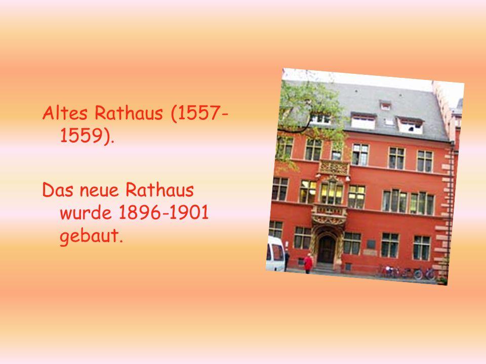 Altes Rathaus (1557- 1559). Das neue Rathaus wurde 1896-1901 gebaut.