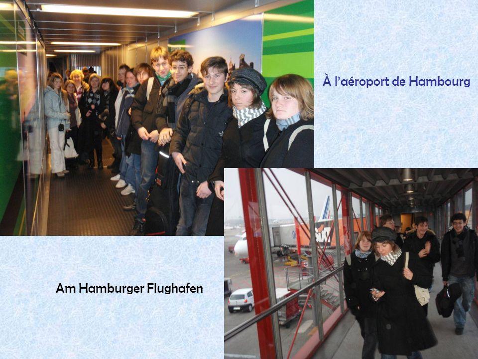13 Am Hamburger Flughafen À laéroport de Hambourg
