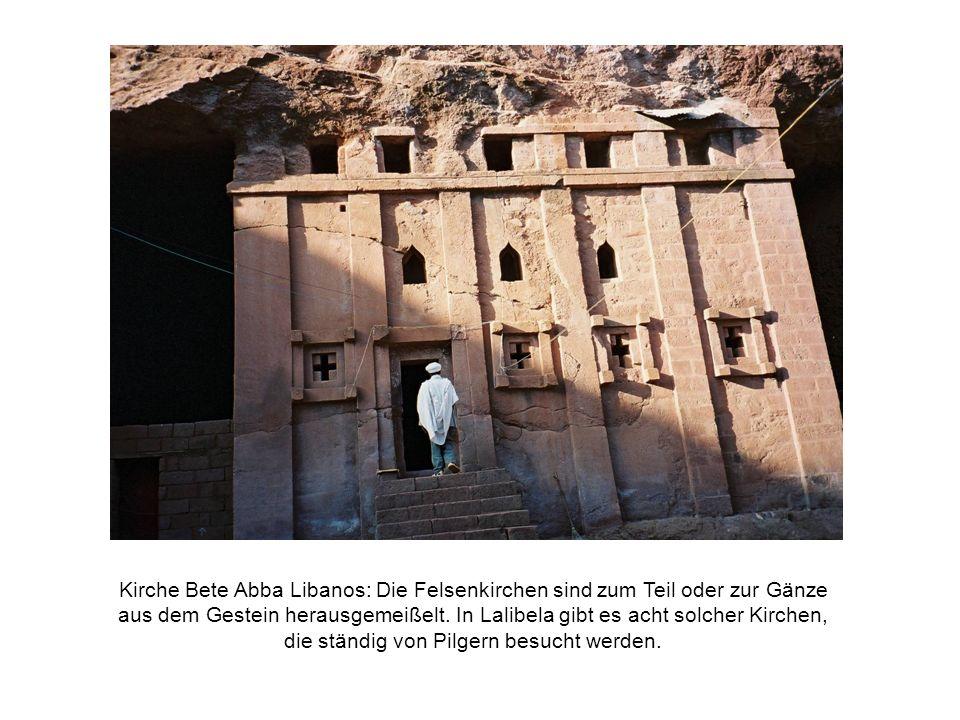Kirche Bete Abba Libanos: Die Felsenkirchen sind zum Teil oder zur Gänze aus dem Gestein herausgemeißelt.