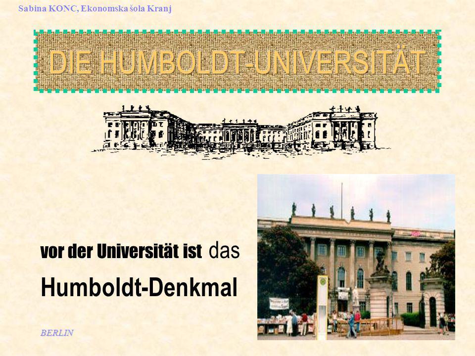 BERLIN Sabina KONC, Ekonomska šola Kranj vor der Universität ist das Humboldt-Denkmal