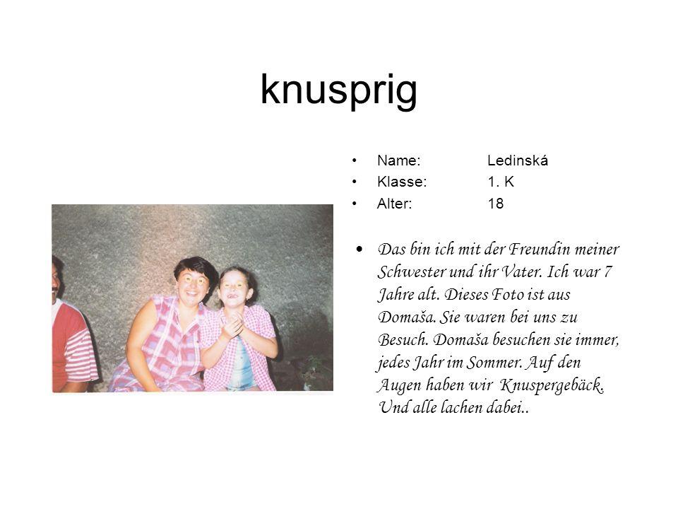 knusprig Name:Ledinská Klasse:1. K Alter:18 Das bin ich mit der Freundin meiner Schwester und ihr Vater. Ich war 7 Jahre alt. Dieses Foto ist aus Doma
