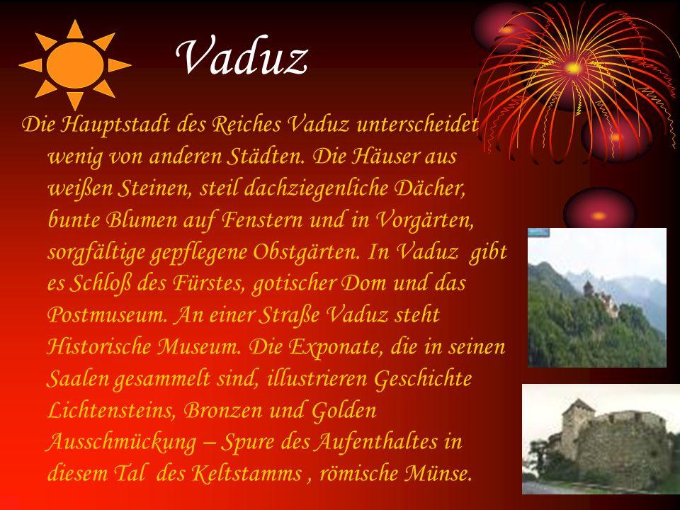 Vaduz Die Hauptstadt des Reiches Vaduz unterscheidet wenig von anderen Städten. Die Häuser aus weißen Steinen, steil dachziegenliche Dächer, bunte Blu