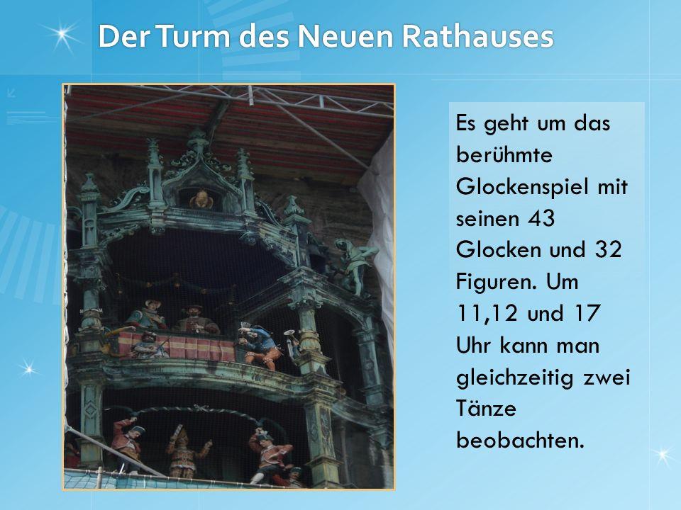 Der Turm des Neuen Rathauses Es geht um das berühmte Glockenspiel mit seinen 43 Glocken und 32 Figuren. Um 11,12 und 17 Uhr kann man gleichzeitig zwei