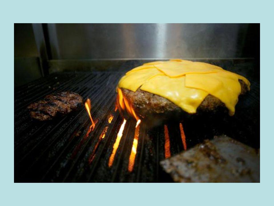 In einem Pub in Pennsylvania wird der GRÖSSTE Hamburger serviert, welchen du aktuell für 25$ bekommen kannst. Der Burger hat nebst zwei Brötchenhälfte