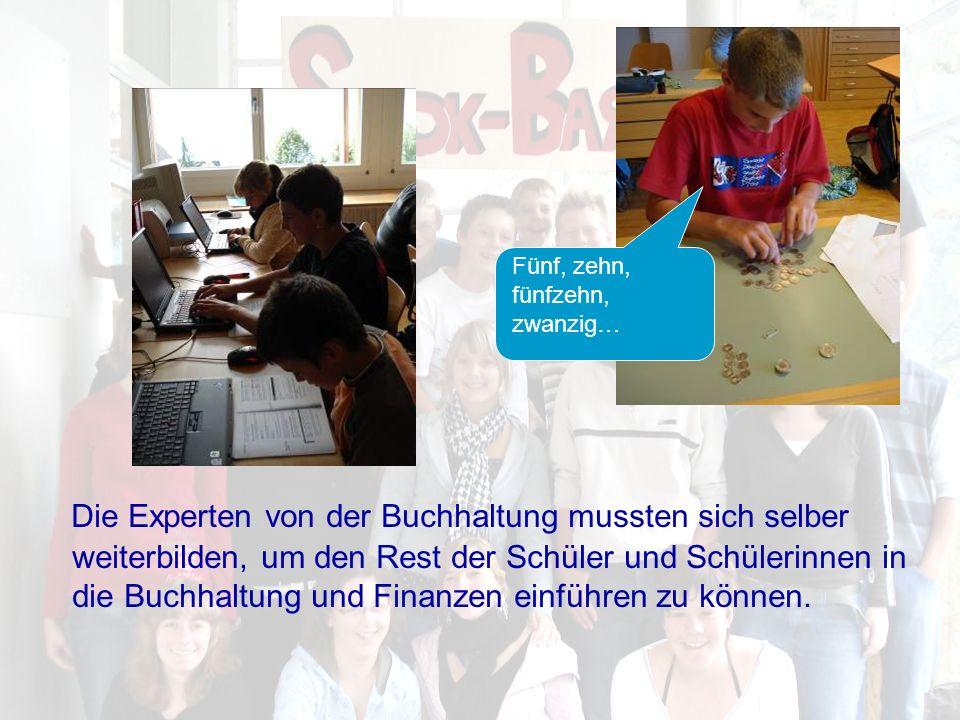 Im Bild links wird von unseren Schülern der Elternbrief erstellt, rechts gestalten zwei fleissige Schülerinnen den Umfragebogen für unsere Produkte.