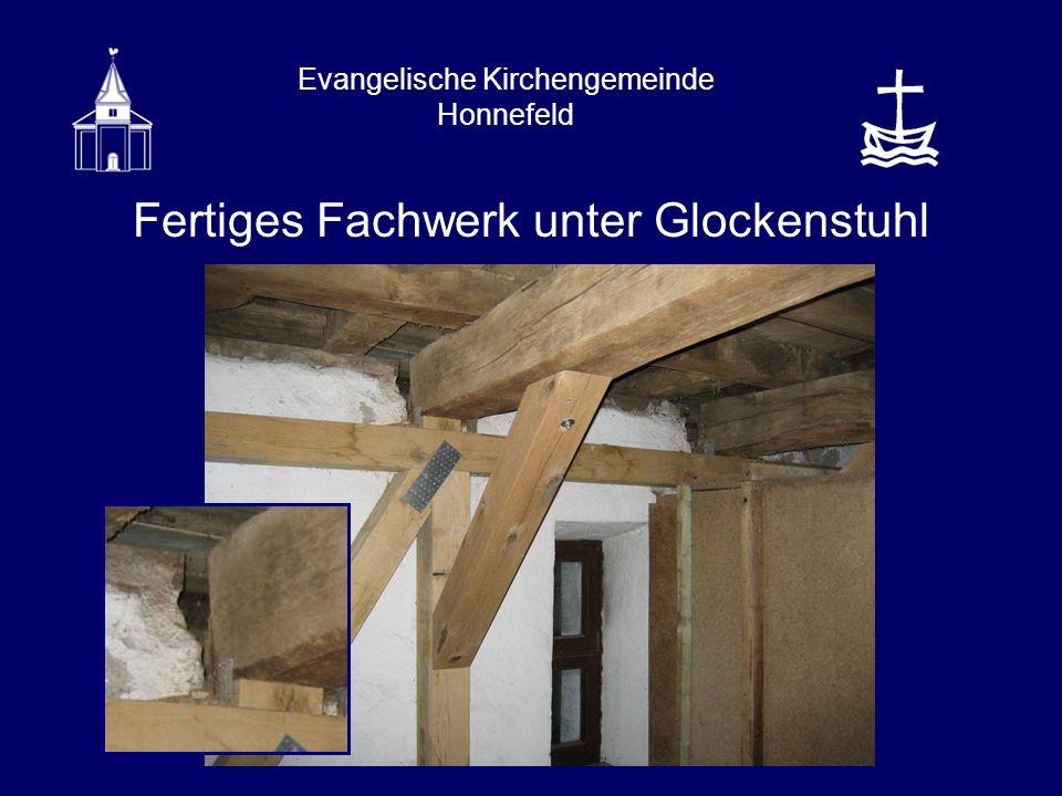 Evangelische Kirchengemeinde Honnefeld Fertiges Fachwerk unter Glockenstuhl