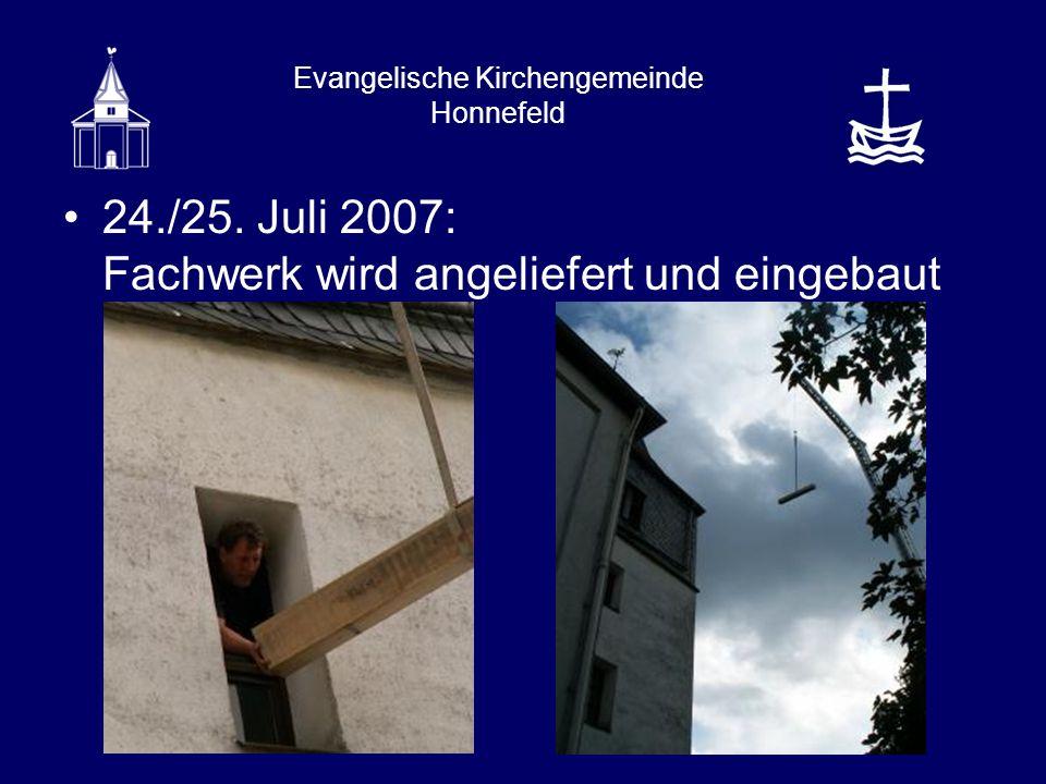 Evangelische Kirchengemeinde Honnefeld 24./25. Juli 2007: Fachwerk wird angeliefert und eingebaut