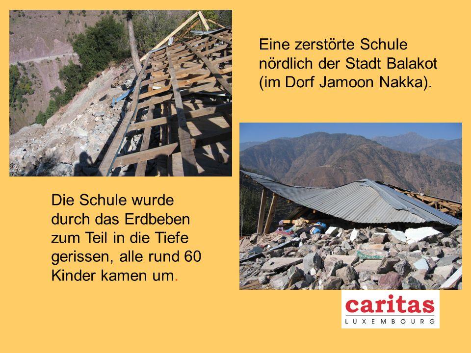 Eine zerstörte Schule nördlich der Stadt Balakot (im Dorf Jamoon Nakka).