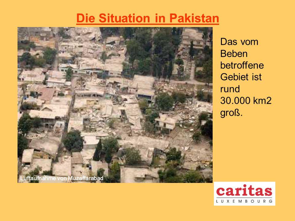 Die Konsequenzen des Bebens Mindestens 80 000 Tote rund 2,5 Millionen obdachlose Menschen Luftaufnahme von Balakot